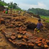 Banyak Pengunjung Terobos Garis Pembatas, Warga Inisiatif Pagari Situs dengan Bambu