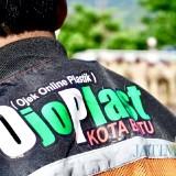 Jaket yang digunakan�layanan ojek online plastik (ojoplas) Kota Batu saat bertugas. (Foto: ist)