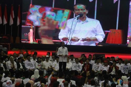 Capres RI nomor urut 01 Joko Widodo saat berorasi di GOR Ken Arok, Kota Malang. (Foto: Nurlayla Ratri/MalangTIMES)