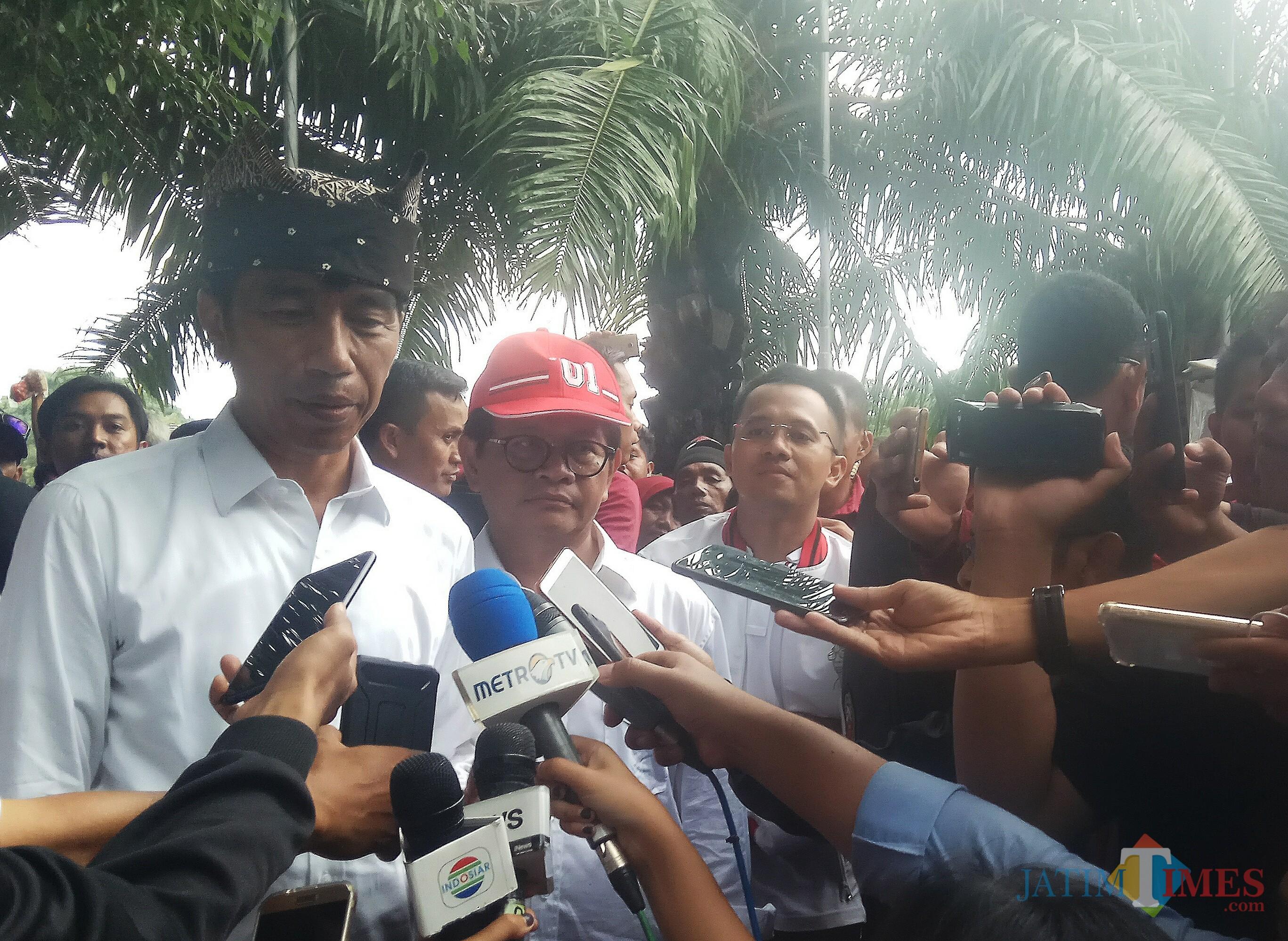 Jokowi saat sesi wawancara dengan wartawan usai kampanye di Banyuwangi