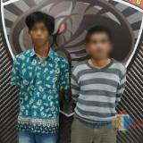 Dua tersangka masing-masing M. Yosron dan Abdul Kholik akhirnya ditangkap polisi (Foto : Moch. R. Abdul Fatah / Jatim TIMES)