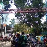 Lokasi yang diduga akan dibangun Sky bridge penghubung RSI Aisyiyah dengan klinik diseberangnya (Anggara Sudiongko/MalangTIMES)