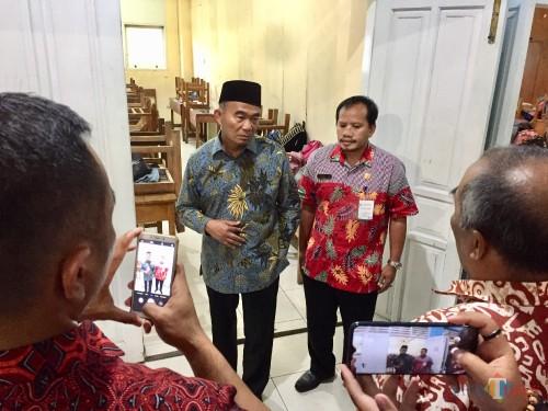 Mendikbud Muhadjit Effendi saat meninjau ruang kelas yang kosong di SMKN 1 Batu, Selasa (26/3/2019). (Foto: Irsya Richa/MalangTIMES)