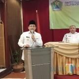 Wali Kota Malang Sutiaji (kiri) saat memberikan sambutan dalam kegiatan bimtek pejabat tata usaha negara. (Foto: Humas Pemkot Malang for MalangTIMES)