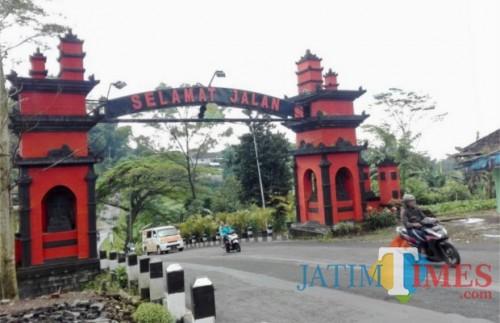 Perbatasan jalan Desa Giripurno-Kecamatan Karangploso. (Foto: Irsya Richa/ BatuTUMES)