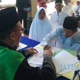 Salah seorang pasangan sedang menjalani sidang itsbat nikah