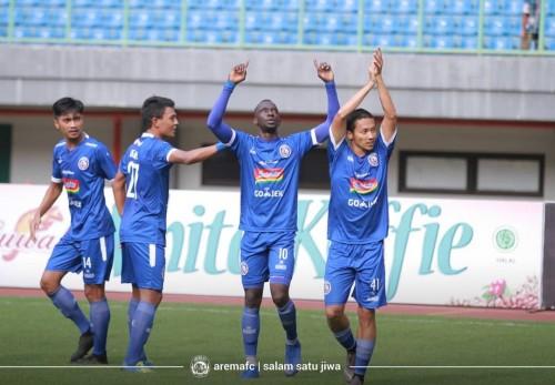 Skuat Arema FC ketika merayakan gol ke gawang Bhayangkara FC (official Arema FC)