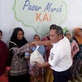 Gelar Pasar Murah, PT KAI Daop 9 Bagikan 2.000 Paket Sembako