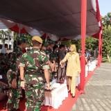 Bupati Jember dr Hj Faida MMR menyalami sejumlah undangan usai memimpin upacara Latsitarda XXXIX. (foto : Moh. Ali Makrus / Jatim TIMES)