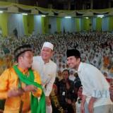 Wagub Jatim Emil ketika selfie bareng Adies Kadir dan Ustad Nur Maulana