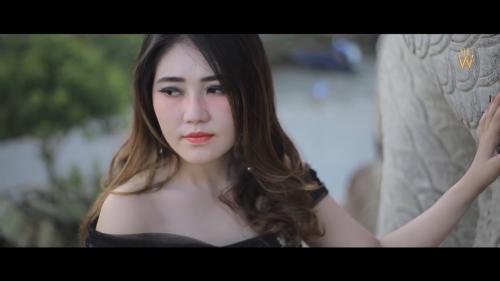 Cuplikan klip dalam video musikny Ketika. (Foto : youtube Via Vallen)