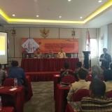 Ketua Bawaslu Kabupaten Kediri (tengah) saat membuka acara sosialisasi. (Eko Arif S /JatimTIMES)