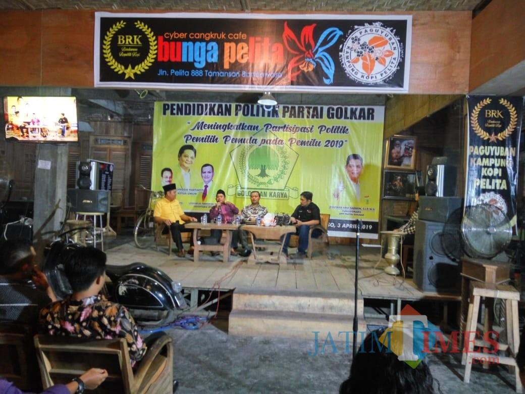 Para narasumber saat presentasi pendidikan politik di hadapan pemilih pemula, Kamis (4/4/2019) (Foto: Indra Setiawan/BondowosoTIMES)