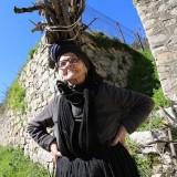 Salah satu landia Sardinia saat mengangkut kayu di atas kepalanya. (Foto: istimewa)
