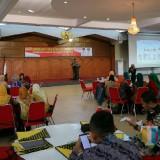 Sekda Ir Mirfano saat membuka acara Bimtek Konvensi Hak Anak di aula PB Sudirman Pemkab Jember. (foto : Moh. Ali Makrus / Jatim TIMES)