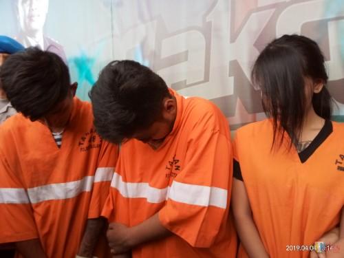 Tiga dari empat pelaku yang dirilis di Polres Malang Kota (Anggara Sudiongko/MalangTIMES)