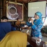 Kepala Dinas Pendidikan Kota Malang Zubaidah saat sambutan dalam Journalist Camp 2019. (Foto: Imarorul Izzah/MalangTIMES)