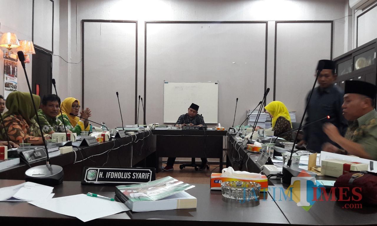 Rapat kerja Komisi II DPRD Kabupaten Pasuruan.
