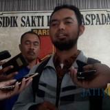 Sekdes Ngrejo, Wiwik saat meberikan keterangan pada awak media di Mapolres Tulungagung  (foto :Joko Pramono / Jatim Times)