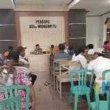 Suasana rapat bumdes dengan warga di Kantor Desa Wringinpitu, Tegaldlimo.