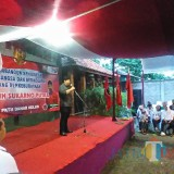 Guruh Soekarnoputra saat memberi sambutan kepada warga lereng Gunung Kelud. (eko Arif s /JatimTimes)