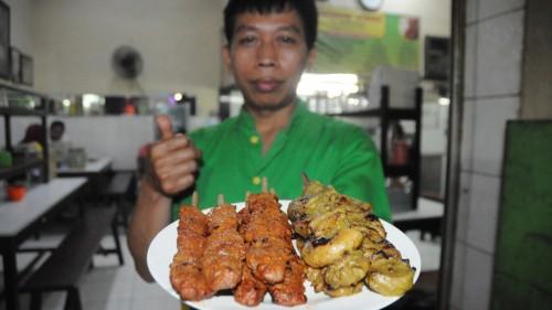 Sate Komoh Khas warung Lama Haji Ridwan salah satu kuliner legendaris di Kota Malang (Luqmanul Hakim/Malang Times)