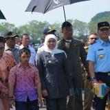 gubernur jatim khofifah saat di Lanud Abd Saleh Malang (Luqmanul Hakim/Malang Times)