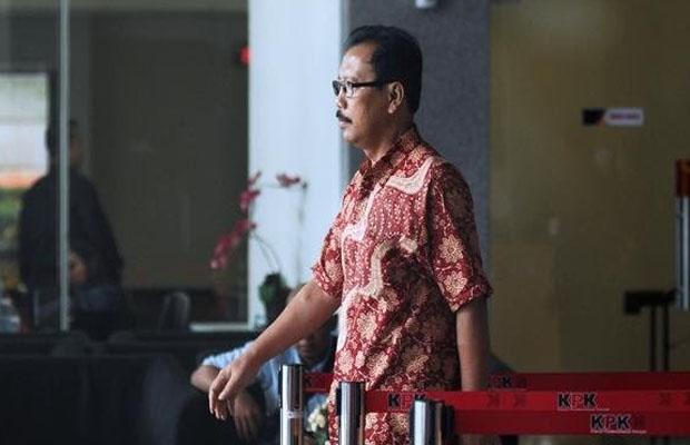 Mantan Sekda Kota Malang Cipto Wiyono saat meninggalkan Gedung KPK usai menjalani pemeriksaan, Jakarta (Foto: Liputan6.com/Helmi Fithriansyah)