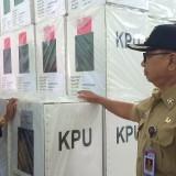 Bupati Blitar Rijanto mengecek gudang logistik KPU Kabupaten Blitar