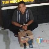 Tersangka Sulistyono dan barang bukti yang berhasil diamankan / Foto : Dokpol / Tulungagung TIMES
