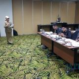 Wali Kota Malang Sutiaji (tengah) saat melakukan evaluasi terhadap program kerja yang disampaikan OPD dalam pemaparan rancangan rencana kinerja perangkat daerah tahun 2020 yang berlangsung di Hotel Savana. (Pipit Anggraeni/MalangTIMES)