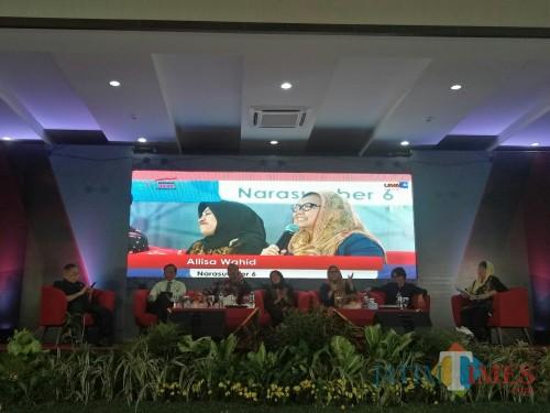 Alissa Wahid saat berbicara dalam Dialog Kebangsaan di UMM. (Foto: Imarotul Izzah/MalangTIMES)