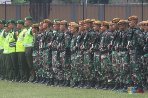 Gelar pasukan pengamanan  presiden di Stadion Bayuangga Kota Probolinggo (Agus Salam/Jatim TIMES)