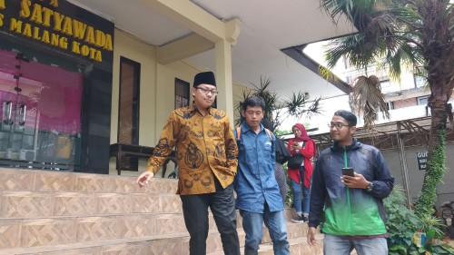 Wali Kota Malang Sutiaji saat keluar dari aula Polresta Malang, Selasa (9/4/2019) (Pipit Anggraeni/MalangTIMES).