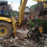 Rumah Kos Ambruk di Singosari, Camat Keluhkan Warga yang Masih Buang Sampah ke Sungai