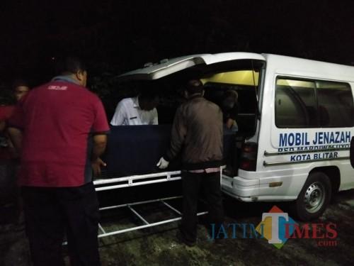 Jasad Budi Hartanto dipulangkan ke Kediri usai diotopsi di RS Mardi Waluyo Kota Blitar