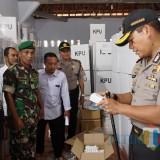 Kapolres Tulungagung AKBP Tofik Sukendar saat lakukan cek lapangan logistik di tiga wilayah di Tulungagung / Foto : Dokpol / Tulungagung TIMES