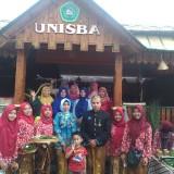 Unisba Blitar mengasah kemampuan mahasiswanya di Bazar Blitar Djadoel.