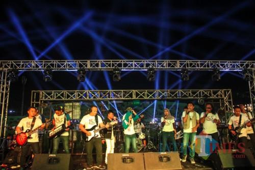 Konser musik Malang 105 Unity In Harmony di Stadion Gajayana Kota Malang Rabu (10/4/2019) malam. (Luqmanul Hakim/MalangTIMES)