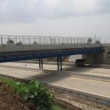 Jembatan penghubung diatas jalan tol ini yang sempat retak, namun sudah diperbaiki (Agus Salam/Jatim TIMES)