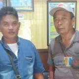 Kades Ngentrong Mujito (bertopi) didampingi KT saat di Bapeda Kabupaten Tulungagung / Foto : Anang Basso / Tulungagung TIMES