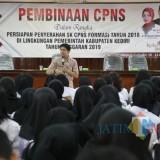 Ratusan CPNS saat mengikuti pembinaan di pendopo Kabupaten Kediri. (eko Arif s /JatimTimes)