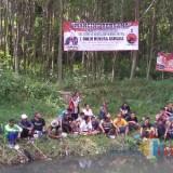 Tebar Tiga Kuintal Lele, Ratusan Pendukung Jokowi di Kota Blitar Mancing Bareng Mas Galih
