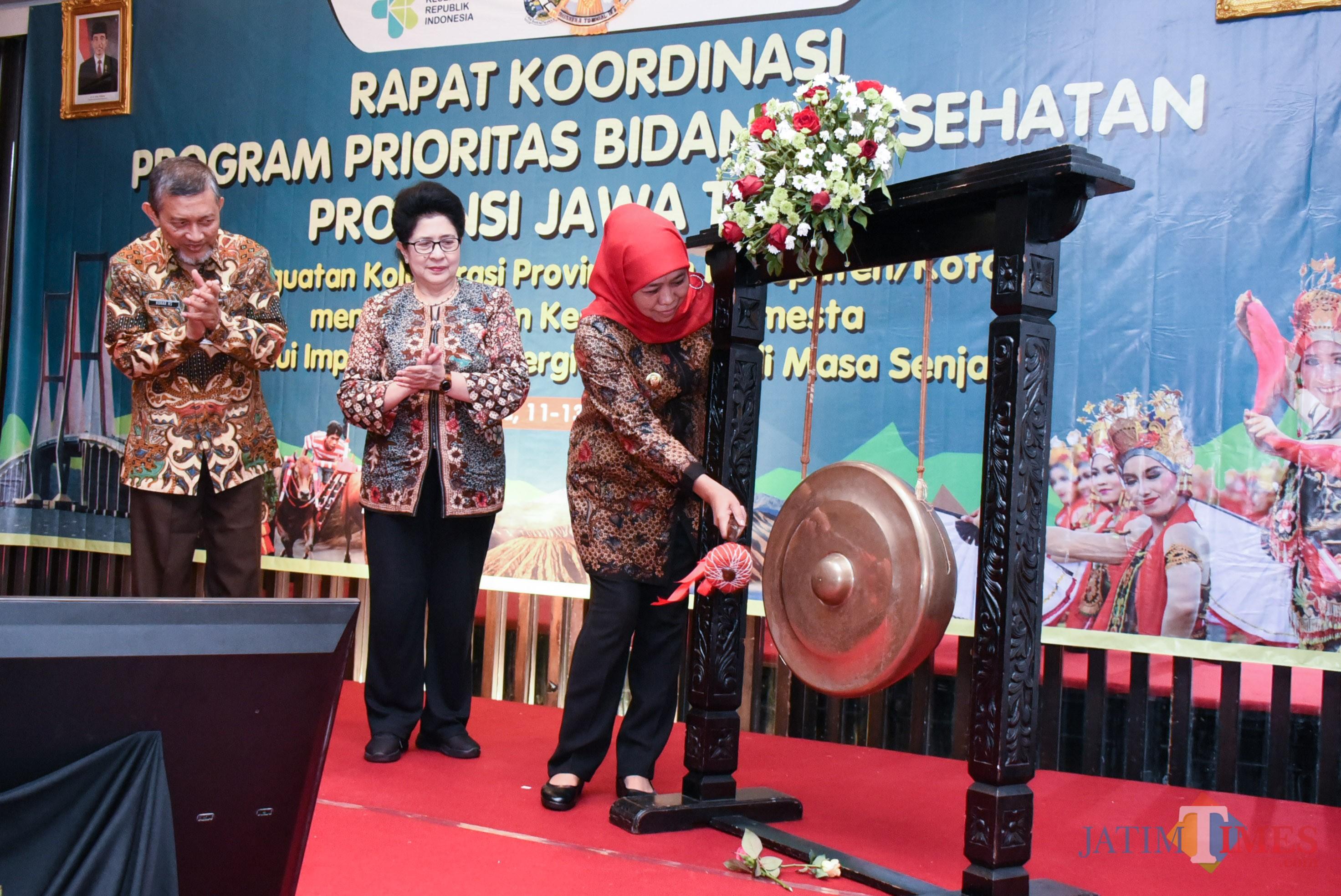Gubernur Jatim pada acara Rapat Koordinasi Program Prioritas Bidang Kesehatan Provinsi Jatim, di Hotel Bumi, Surabaya