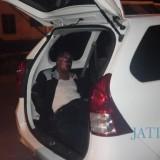 Satuki, pelaku pencurian, saat dikeler ke Mapolres Jember. (foto : Minto SW / Jatim TIMES)