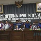 Unsur pimpinan di Kota Malang kenakan atribut Arema dalam Sidang Paripurna, Jumat (12/4/2029) (Pipit Anggraeni/MalangTIMES).