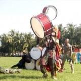 Para taruna dan praja peserta Latsitarda XXXIX di Jember saat menampilkan atraksi pada parade drumband yang digelar di Alun-Qlun Jember (foto : Moh. Ali Makrus / Jatim TIMES)