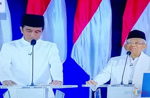 Capres dan cawapres 01 Jokowi-Ma'ruf Amin saat debat kelima (Nana)