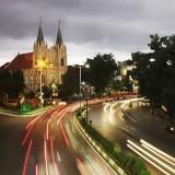 Keindahan kawasan Kayutangan di malam hari (ulinulin.com).