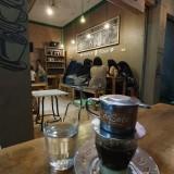 Suasana De Satu Cafe pada malam hari. (Eko Arif S/JatimTIMES)